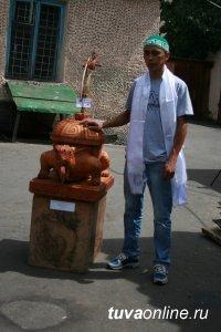 Победителями Первого межрегионального симпозиума по деревянной резьбе стали мастера из Хакасии и Тувы