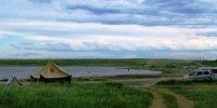 В кемпинг-лагере на берегу озера Сватиково нетрезвый водитель наехал на палатку, где спала мама с детьми