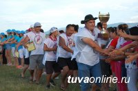 Мэрия Кызыла помогла администрации села Балгазын убрать берег озера Чагытай