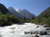 В Туве на «пороге» опрокинулась лодка с туристами из Кемеровской области