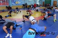Чемпионы мира по вольной борьбе Борис Будаев и Виктор Алексеев провели мастер-классы для юных спортсменов Тувы