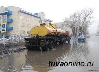 В Кызыле с 6 утра машины МУП «Благоустройство» ведут откачку луж