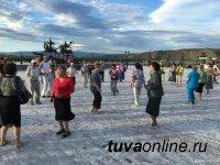 Кызыл: Активисты танцевальных четвергов для старшего поколения вызывают на «Танцевальный баттл» молодежь
