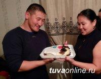 Слон-борец Сайын-Белек Тюлюш на день рождения получил оригинальный торт