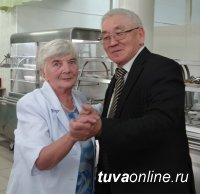 ТувГУ: С почтением к старшим, с благоговением к учителям