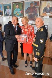 Старейшая школа Кызыла отметила 100-летний юбилей. В числе первых ее поздравил выпускник Сергей Шойгу