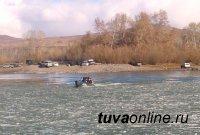 В Туве инспекторы ГИМС МЧС России переправили роженицу на другой берег
