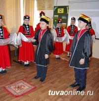 Школьники Кызыла узнают больше о народностях России