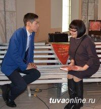 К 100-летию школы № 1 Кызыла издана монография с воспоминаниями учителей и учеников школы