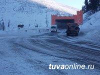 Для ликвидации последствий снегопада на федеральной автодороге М-54 работают 76 единиц дорожной техники