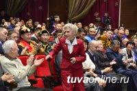 В канун Нового года в республике чествовали спортивную элиту. Глава Тувы трем спортсменам вручил жилищные сертификаты