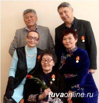 Пять членов Союза журналистов Тувы награждены медалями «За заслуги в развитии города Кызыла»