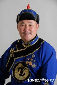 Народный хоомейжи Монгун-оол Ондар и депутат Алдын-Кыс Конгар поздравили Главу Тувы с Орденом Дружбы