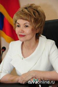 Глава города Дина Оюн поздравила кызылчан с Днем защитника Отечества