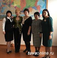 В Кызыле Учителем Года признана учитель физики Тайгана Сандак