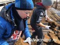 Помочь очистить кошару и поесть согажа. Десант школьников Кызыла – на чабанской стоянке в Улуг-Хемском кожууне Тувы