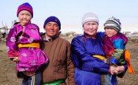 Участники губернаторского проекта «Кыштаг для молодой семьи» Демир и Долаана Ланаа из Тес-Хема получили первый приплод