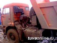 В городе Чадане Тувы произошло подтопление домов талыми водами. Идут работы по отсыпке участка