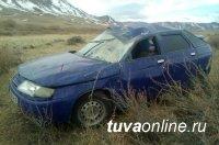 В Овюрском районе произошло опрокидывание автомашины, за рулем находился 13-летний подросток