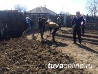 Активисты Добрых Сердец Тувы оказали помощь ветерану труда
