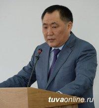 Глава Тувы Шолбан Кара-оол выступил с Отчетом о деятельности Правительства в 2016 году перед Верховным Хуралом