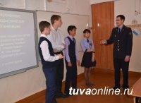"""Пограничники провели в школах Кызыла уроки """"Терроризму - нет"""""""