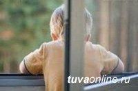В Туве зарегистрирован четвертый случай выпадения ребенка из окна