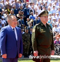 Глава Тувы Шолбан Кара-оол поздравил с днем рождения министра обороны РФ Сергея Шойгу