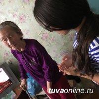 "Активисты ""Добрых сердец Тувы"" помогли одиноким пенсионерам в уборке квартиры"