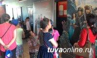 Депутаты Кызыла организовали поход в кино для 50 детей из социального центра
