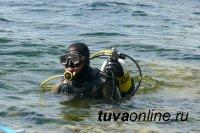 В Туве спасатели-водолазы ищут водителя автомашины, съехавшей с парома в реку