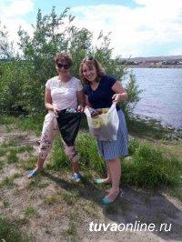 Сотрудники Мэрии Кызыла убрали берег Енисея