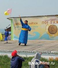 У древней островной крепости Пор-Бажын (Тува) прошел фестиваль народных традиций