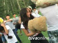 Молодежь Тувы - в битве подушками