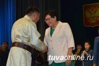 Глава Тувы вручил государственные награды труженикам сел и городов