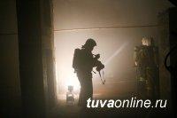 В Туве пожарные спасли 2-х мужчин из горящего подвала
