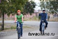 Участников акции #кызылбезавто в Кызылском президентском училище встречали травяным чаем и музыкой