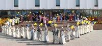 «Ожившие» театральные герои на главной площади Кызыла
