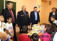 В свой профессиональный праздник сотрудники Уголовного розыска МВД по Республике Тыва посетили подшефных