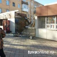 Киоски у «40-го» магазина, у которых ночами собираются пьяные компании, должны быть снесены – требуют жители Кызыла
