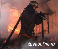 В Улуг-Хемском районе Тувы потушен пожар в магазине. Предварительная причина пожара – поджог
