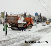 В Кызыле активно ведется очистка улиц от снега и льда