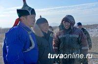 Глава Тувы помог сут-хольским животноводам пробурить скважину и открыл новый сельский клуб