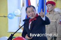Глава Тувы поздравил с юбилеем родную школу