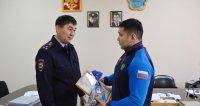 Полиция Кызыла наградила 20-летнего кызылчанина за помощь в задержании преступника