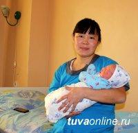 В Туве первый малыш родился спустя 3 минуты после наступления Нового,  2018 года