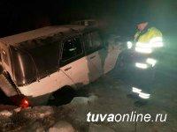 В Туве в 50-градусный мороз провалилась под лед автомашина