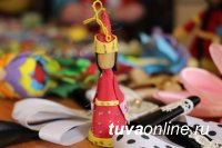 В Кызыле накануне Шагаа с успехом проходит выставка национальной одежды
