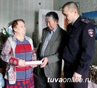 Сотрудники МВД по Республике Тыва поздравили ветерана тувинской милиции Никифора Баяндина с 90-летним юбилеем