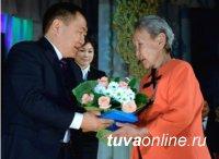Глава Тувы Шолбан Кара-оол поздравил женщин республики с праздником Весны